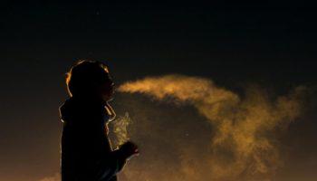 "Le fumeur de minuit, alias le ""midnight toker"""