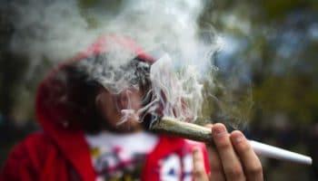 Чи виявляється дим інших у тесті на каннабіс?