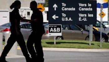 Σύνορα Καναδά, ΗΠΑ, τελωνειακοί υπάλληλοι
