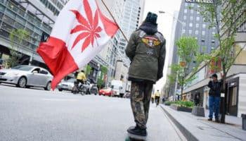 νομιμοποίηση, facebook, ισολογισμός, Καναδάς