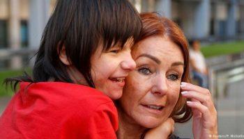 Charlotte Caldwell, Britse cannabis, behandeling voor epilepsie, Sajid Javid, Billy Caldwell