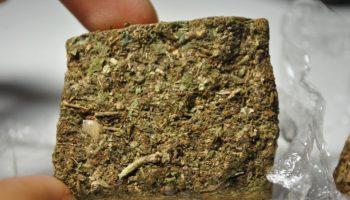 χόρτο καπνίσματος, τούβλο, χόρτο από τούβλα