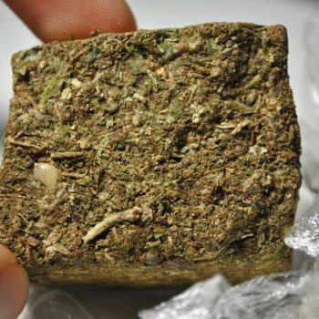 หญ้าสูบบุหรี่อิฐหญ้าอิฐ