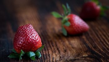 storage of strawberries, antimicrobial treatment