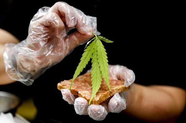 Feuille De Cannabis Cuisine Thailandaise